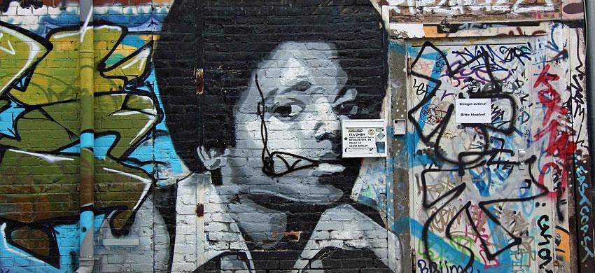 Street art berlino - Foro nel muro della cucina per normativa gas ...